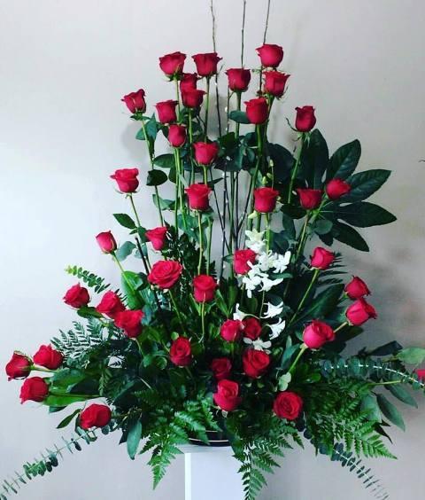 50 Rosas Con Orquídea