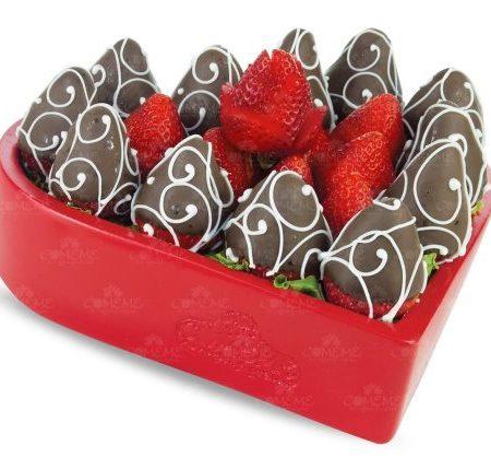 Arreglo Frutal Corazón de Chocolate